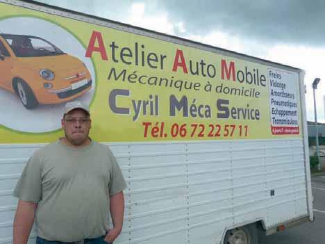 Cyril Debart a aménagé sa camionnette avec le matériel, ce qui lui permet de travailler avec sérieux.