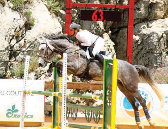Jeanne Brassart, monitrice d'équitation indépendante et lauréate du prix Coup de coeur KPMG.
