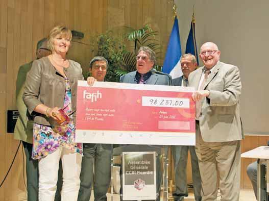 Une donation de 100 000 euros remis à Jacky Lebrun pour la formation professionnelle du secteur de l'hôtellerie-restauration.