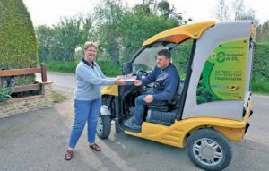 Parmi ses engagements, La Poste a investi dans des véhicules propres, compensant ainsi ses émissions de CO2 issues des véhicules thermiques.