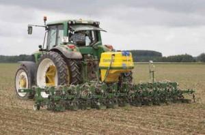 Une désherbineuse, un outil high-tech qui permet de diminuer les herbicides.