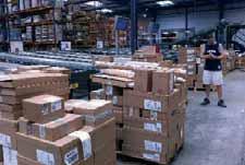 Les salariés traitent plus de 50 000 lignes de produits par jour. (Majuscule 001)