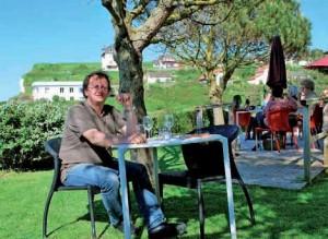 Eric Joswiak, devant l'une des vues incroyables qu'offre son établissement au Bois-de-Cise.