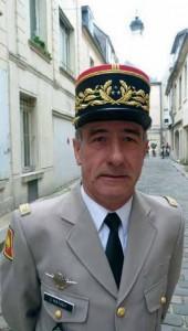 Le général de division Claude Mathey commandant les centres d'entraînement au combat de l'Armée de terre.