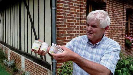 Jean-Luc Villain est l'artisan des produits laitiers frais et bio de l'atelier du Gaec de la Petite Prée.