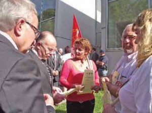 Une délégation intersyndicale attendait le ministre. Bernard Cazeneuve a écouté les syndicats et promis de faire remonter leurs revendications à la ministre de la santé.