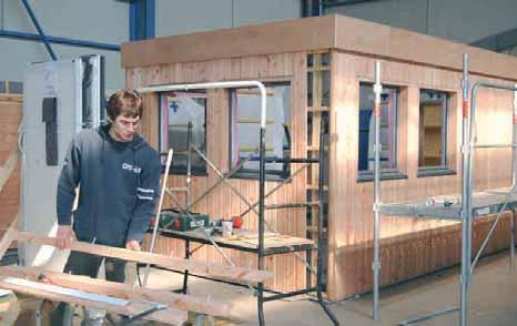 L'atelier leur permet de construire au préalable certaines pièces des futures constructions qui leur sont commandées.