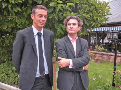 Frédéric Barbier et Jean-Claude Brier ont présenté les développements à venir de l'opérateur SFR dans le département de la Somme.