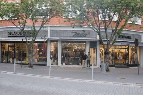 Les trois magasins sont situé à la même adresse, rue de Beauvais à Amiens.