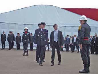 Manuel Valls et Eric Faure, président de la fédération nationale des sapeurs-pompiers de France