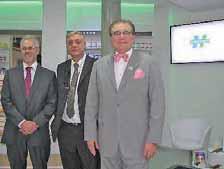 Le pharmacien beauvaisien Georges Dewaele, Pascal Geffray, président du groupement, et Jean-Pierre Chulot, Pdg d'EvoluPharm (de g. à d.).
