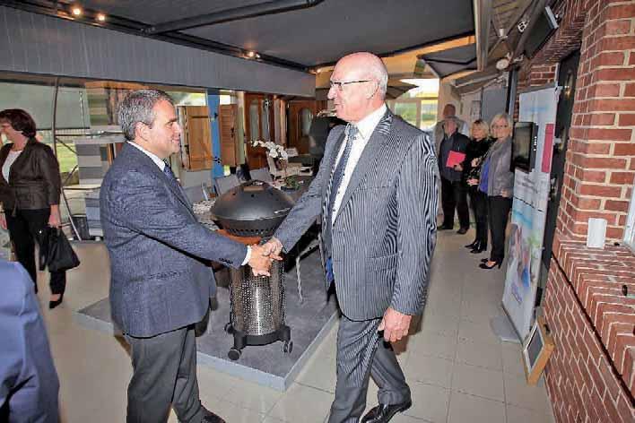 Xavier Bertrand était présent lors de cette cérémonie pour saluer les trente-trois années de travail de Philippe Lemoine.