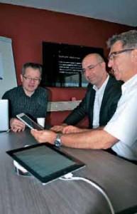 Nicolas Duhamel (à d.) en compagnie notamment de Stéphane Menu (à g.), gérant d'ISwitch, Apple Premium Reseller d'Amiens, venu présenter les dernières applications iPphone et iPad.