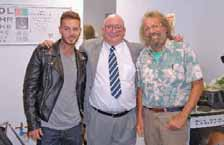 Le 1er octobre, lors de l'inauguration de la nouvelle boutique, Xavier Buchet (au centre) pose avec Antoine et Matt Pokora.