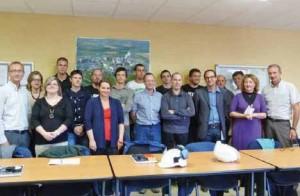 Une belle photo de famille avec apprentis, formateurs, tuteurs et responsables du site.