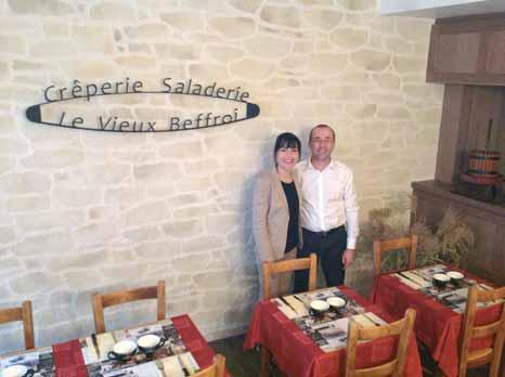 Denis Granier et son épouse tiennent les commandes de la Crêperie du vieux Beffroi depuis dix ans déjà. Désormais, ils sont aux normes pour... 2015.
