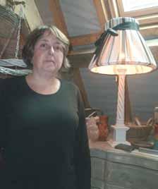 Viviane Magnier, dans sa boutique aménagée à l'étage de son atelier.