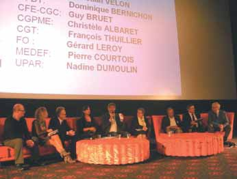 Après l'exposé des différents experts, la conférence sur les TIC s'est achevée par une table ronde réunissant l'ensemble des partenaires sociaux.