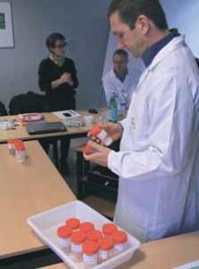 Présentation nouvelles recettes : le groupe a tenu à être aussi transparent que possible, en montrant des échantillons des produits utilisés dans la fabrication des nouvelles recettes.