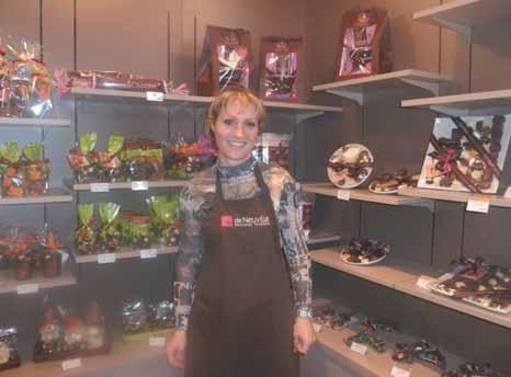 Delphine Verfaillie, souriante dans sa nouvelle boutique.