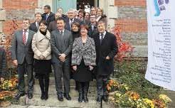 Les membres du G10, dont Antoine Lefèvre, sénateur-maire de Laon (le premier à g. au premier rang), et Jacques Krabal, député-maire de Château-Thierry (le dernier à d. au premier rang).