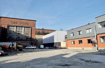 """Le nouveau bâtiment jouxte l'usine """"historique"""" de Saint-Frères qui souffre du poids des années."""