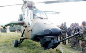 L'hélicoptère Tigre, qui a participé à la démonstration de combats interarmes, a été présenté aux parlementaires.