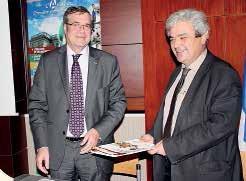 Charles Colvez (à d. – chambre de métiers) et Bernard Ferrand (chambre des notaires) ont signé une convention de partenariat de leur chambres respectives.