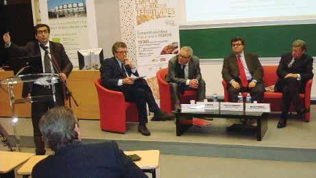 Marc Touatti, Didier Louis l'animateur, René Anger, Jacques de Villeneuve et Daniel Thomas lors du colloque sur l'économie céréalière.