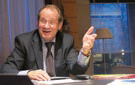 Yves Rome, président du conseil général de l'Oise, souhaite développer la fibre optique.