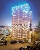 La tour Riolan rénovée s'illumine désormais à la tombée de la nuit jusqu'à 23 heures.