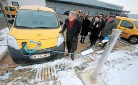 Phlippe Marini, sénateur-maire de Compiègne, a assisté à la remise des clefs aux postiers de Compiègne-Venette.