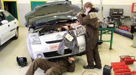 Les élèves ont la chance de travailler tout au long de l'année sur des véhicules clients.