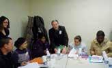 Richard Brunet, le président de Face Oise, signe les chartes avec les bénéficiaires du premier Club chercheurs.