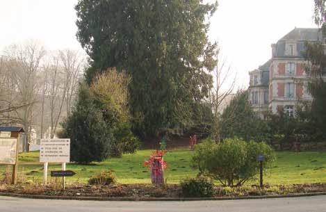 L'institut Charles-Quentin se trouve au pied du château de Pierrefonds, dans un parc splendide de treize hectares.