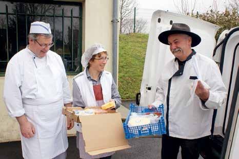 Joël L'Hermite livre ses fromages au collège de Villers-Bocage.