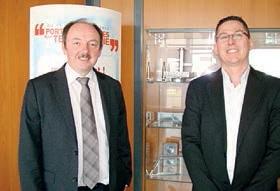 Patrick Noiret et Pascal Pézéril PDG de Suma groupe devant des pièces d'avion.