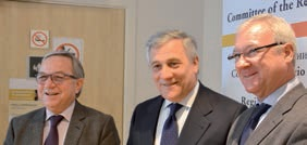 Claude Gewerc aux côtés de Ramon Luis Valcarel Siso, président du Comité des régions, et d'Antonio Tajani, membre de la Commission européenne en charge de l'industrie.