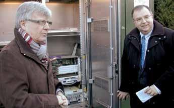 Yves Daudigny, a écouté avec attention les explications du délégué régional d'Orange, Olivier Girault.
