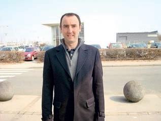Colin Penet emploie des experts-rédacteurs qui prennent des notes ou réalisent des transcriptions.