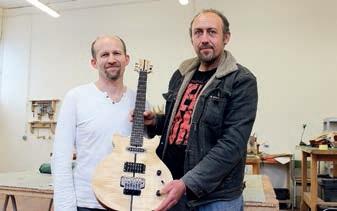 Les stagiaires peuvent apprendre à fabriquer une guitare.