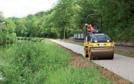 Colas Nord-Picardie réalise plusieurs types de travaux comme les pistes cyclables (ici près d'Amiens) ou le pavage de la plate-forme éolienne d'Enercon.