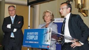 Jean-Philippe Mouton du groupe Hammerson, Caroline Cayeux et le directeur général de Sogea Picardie Eric Monnier prévoient la création de 100 postes sur le chantier du centre commercial du Jeu-de-Paume.