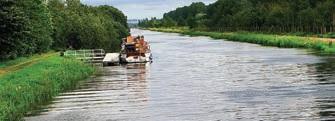 Les péniches proposées par Locaboat ne nécessitent pas de permis et permettent d'accueillir de quatre à sept personnes.