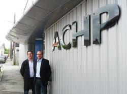 Pascal Pézeril, à gauche, en compagnie Ghislain Fagart, directeur d'ACHP, qui vient d'être racheté par Suma group.