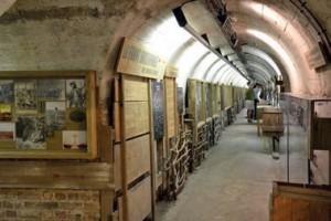 Le musée offre une plongée dans l'histoire à travers un souterrain de 250 mètres de long.