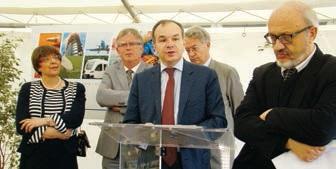 Le PDG de Bostik Bernard Pinatel a posé la première pierre du troisième centre de recherche et de développement de cette filiale de Total.