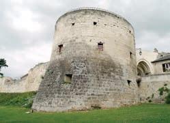 Le château fort de Coucy constitue l'une des grandes attractions du territoire