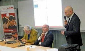 Laurent Davezies, Alain Bechade, et Jérôme Petit-le Gallo, directeur de l'Union régionale pour l'habitat en Picardie, ont animé la soirée-débat.