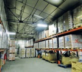 Dans l'entrepôt de la Banque alimentaire de la Somme de nombreux produits viennent de l'Europe.